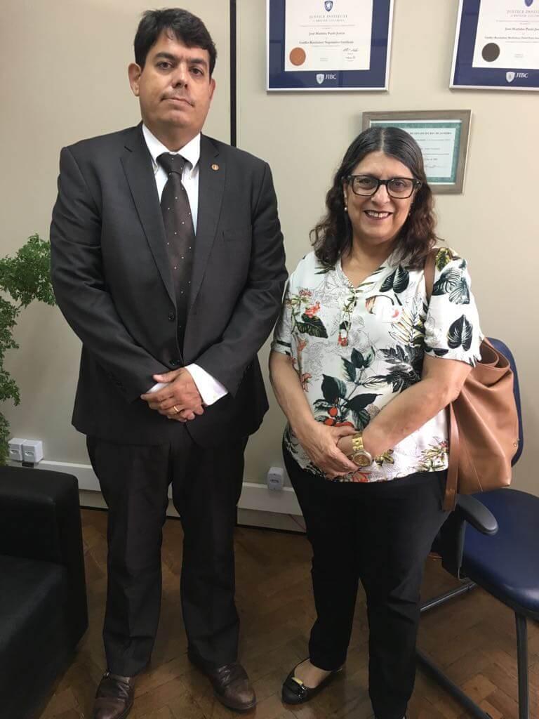 Presidenta da APC, Dr. Wilma Costa Souza e o Promotor Dr. José Marinho Paulo Junior durante o encontro.